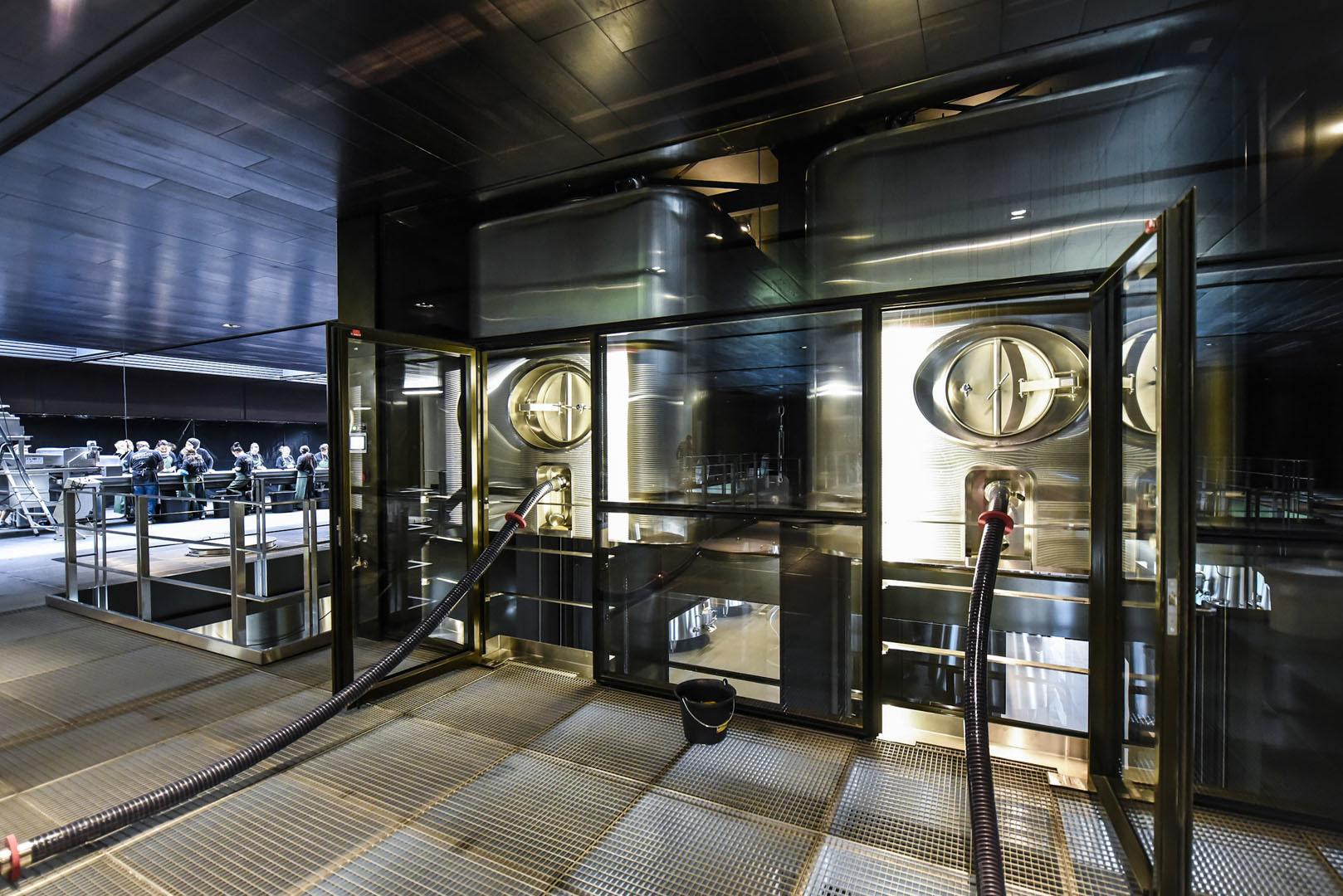 Cuves Ascenseur Château Pédesclaux - Chai 100% Gravitaire